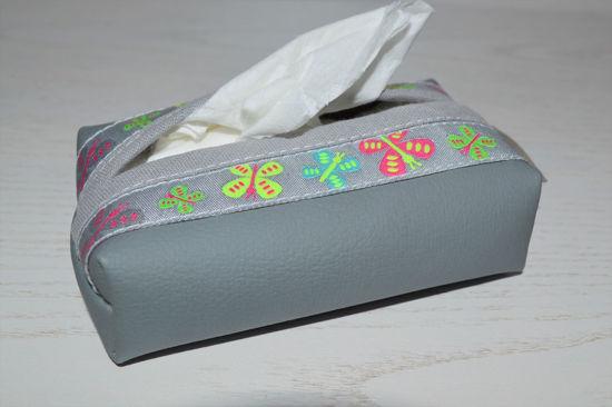Bild von Taschentuchtascherl Kunstleder Schmetterlinge grau