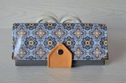 Bild von XL-Geldbörse grafische Blumen schwarz/hellblau/senf