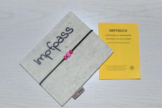 Bild von Impfass-Hülle Filz weiß *pink Perlen